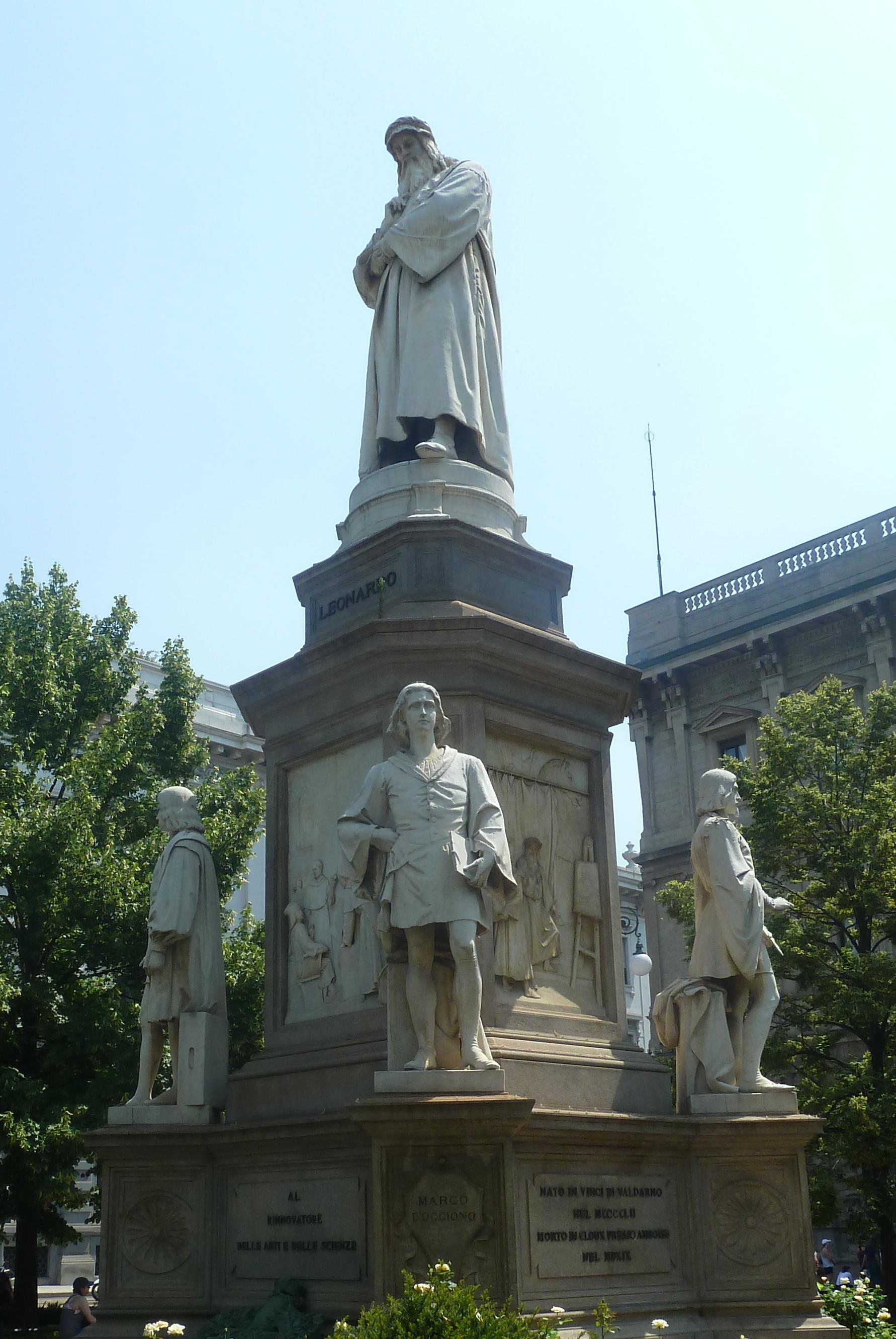 Socha Leonarda DaVinciho, Miláno (foto imriš, 2019)