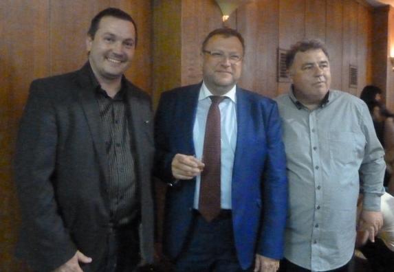 Lutilský včelár Peter Imriš, Slovenský veľvyslanec vo Veľkej Británii Mgr. Ľubomír Rehák a včelár PhDr. Branislav Novosedlík