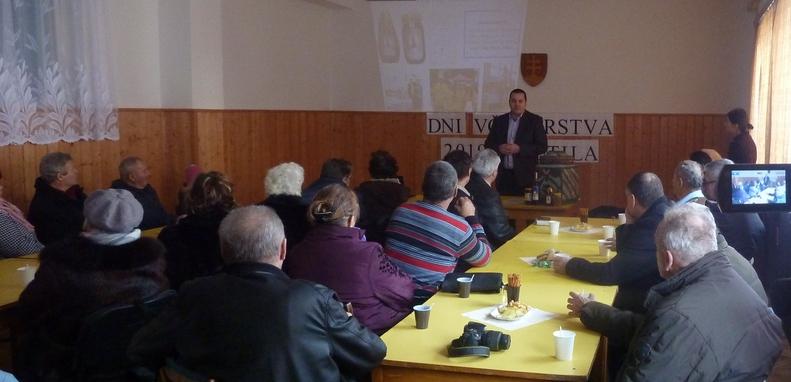 Foto: Program v kultúrnom dome v Lutile 29.12.2019. Prednáška Petra Imriša. (Foto: Imriš).