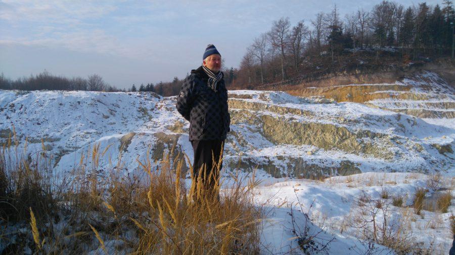 Ing. Michal Kravčík, Csc, pri povrchových lomoch na bentonit v katastri obce Lutila