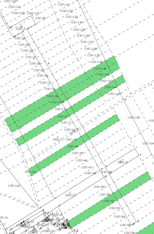 Štruktúra pozemkov pred komasáciou. Mapový podklad zdroj: https://zbgis.skgeodesy.sk/ a príloha podnetu.