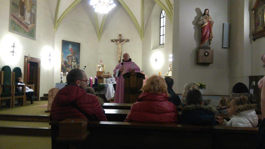 Kázeň pátra Petra, farský kostol v Lutile