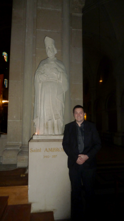 Peter Imriš a socha Sv.Ambróza, (Paríž, Francúzko).