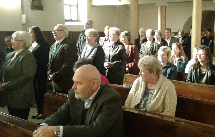 Foto: Účastníci dní včelárstva zaplnili kostol, aby si uctili sv. Ambróza a Slovenskú štátnosť.