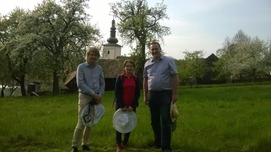 Peter Imriš, Etien Bruneau a Alina Varadi v Lutile na včelnici